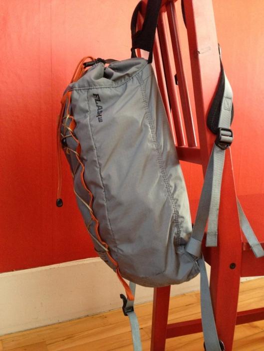 Sac léger non compressé. Malgré son faible poids, ce sac va rebondir lorsqu'utilisé en courant.